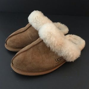 Women's UGG slip on slipper Scuffette sand fur 6